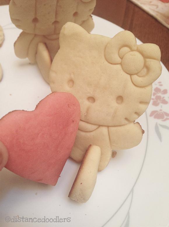Valentine heart shaped Hello Kitty cookies recipe7
